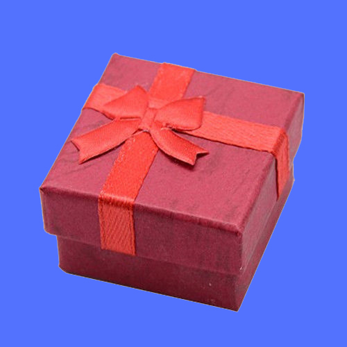 1 gift box closed red